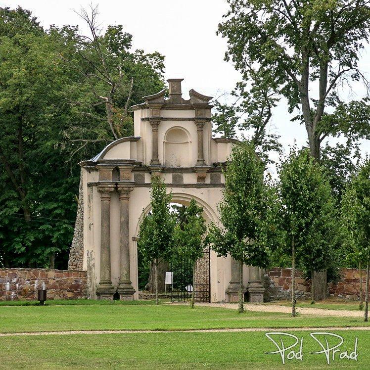 Brama do Ogrodu Pałacowego w Podzamczu k. Chęcin