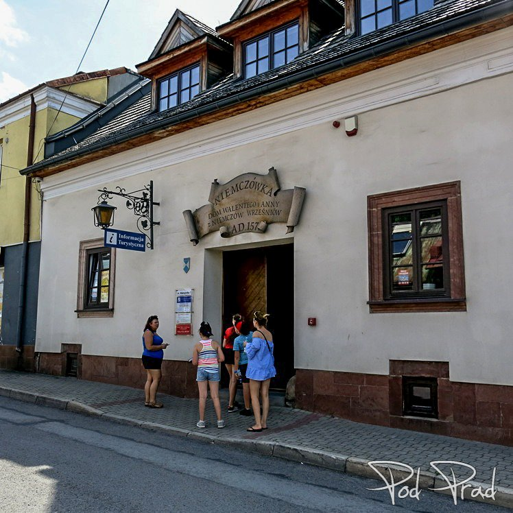 """""""Niemczówka"""" - Centrum Informacji Turystycznej w Chęcinach"""