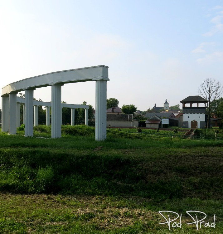 Widoczna wieża widokowa - Baranów Sandomierski